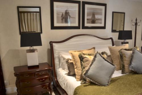 Bedroom Setting 12